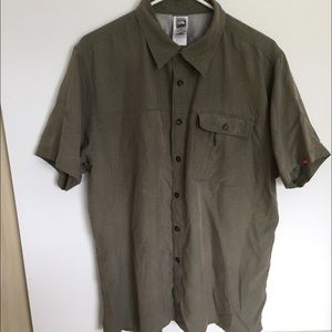 The North Face Shirt Men's (L) SS Button-Up Green